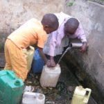 UNICEF su Settimana Mondiale Acqua: ogni giorno, donne e bambine spendono 200 milioni di ore per raccogliere acqua