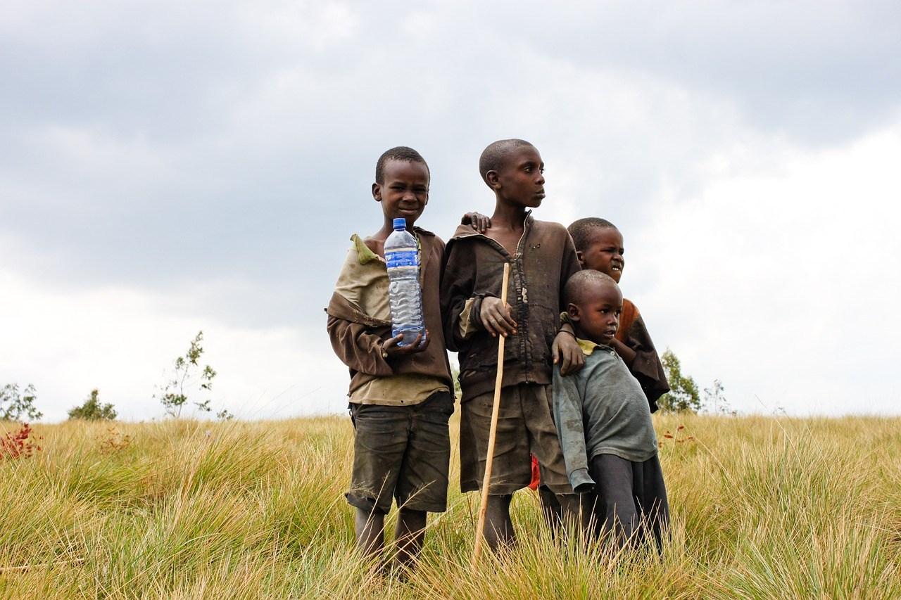 Un bambino su sei vive in condizioni di estrema povertà e